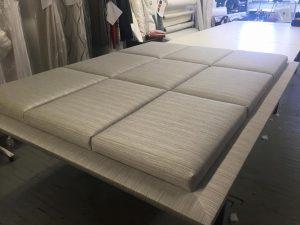 Voici un exemple d'une tête de lit capitonnee.