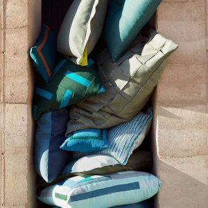 Chez PAJA Couturier nous pouvons combler votre désir d'avoir une tonne de coussins pour votre terrasse!