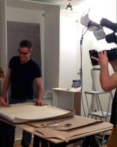 Un tournage d'une chronique pour Designe VIP à l'atelier de couture.