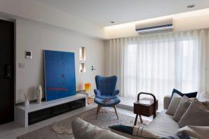 Décoration d'intérieur avec des rideaux voilages et des coussins assortis au decor.