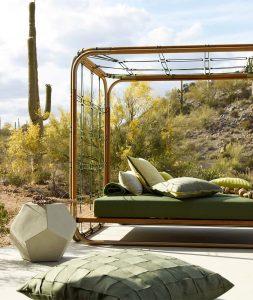 Sur cette photo nous pouvons voir le paradis! S'étendre sur un tel lit de jour fait sur mesure pour vous et entouré de coussins et d'oreiller quel bonheur.