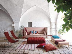 Le bonheur de se prélasser dans un salon extérieur. Chez PAJA Couturier tout ça est possible sur mesure selon les dimensions de vos meubles de jardin.